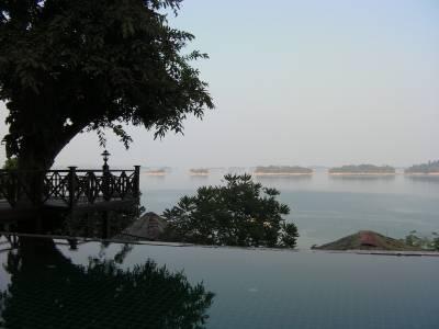 Pool und Inseln im Stausee